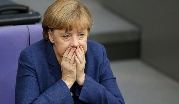 Merkel'e kötü haber! Tehlike çanları çalıyor...