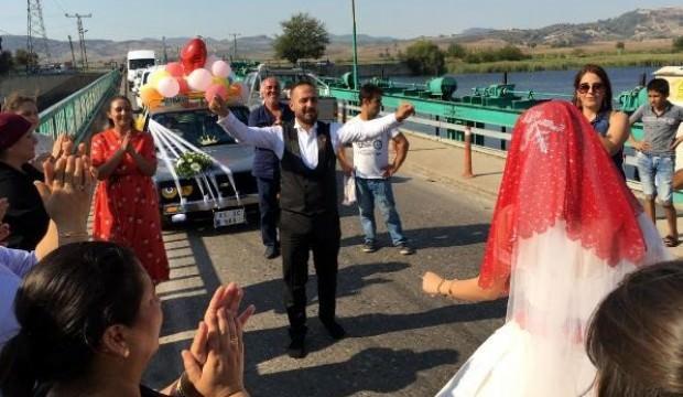 48 yıllık düğün geleneği! Köprüden geçti gelin