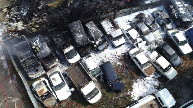Yangın nedeniyle 24 araç kullanılamaz hale geldi.
