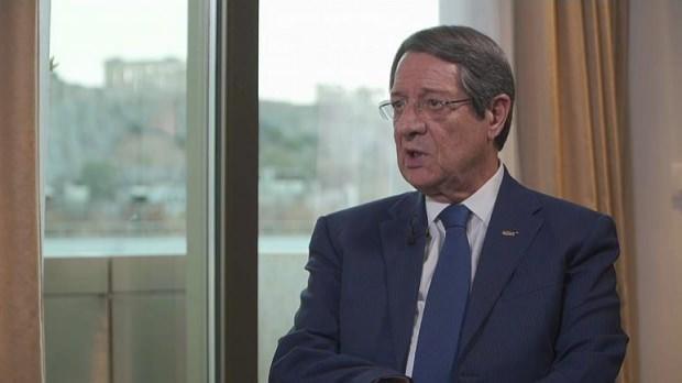 Rum liderin Euronews'e verdiği röportajdan bir kare...