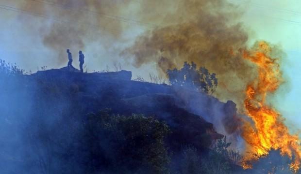 Antalya'da korkutan yangın: Mahalleyi dumanlar kapladı