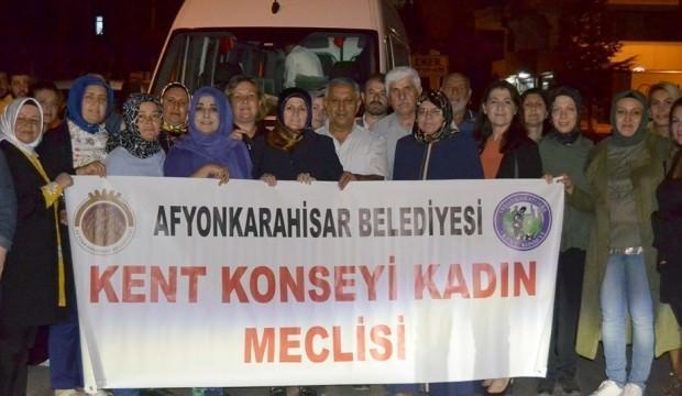 HDP binası önünde çocuklarını isteyen annelere destek