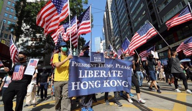 Hong Kong'da sokaklar karıştı!