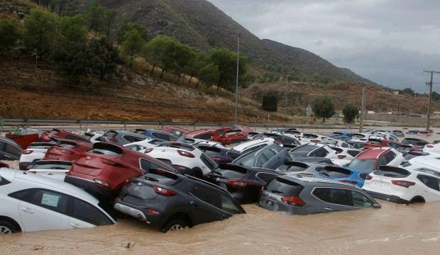 İspanya'da 3 günlük selde 6 kişi öldü