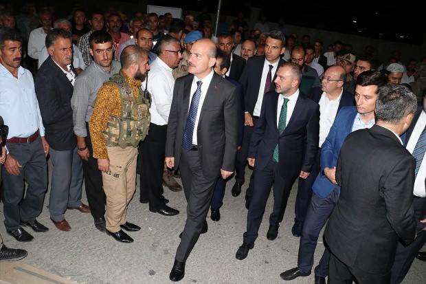 Bakan Süleyman Soylu yaralı vatandaşları ziyaret etti
