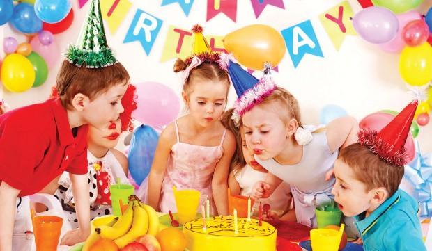 Çocuklar için doğum günü partisi