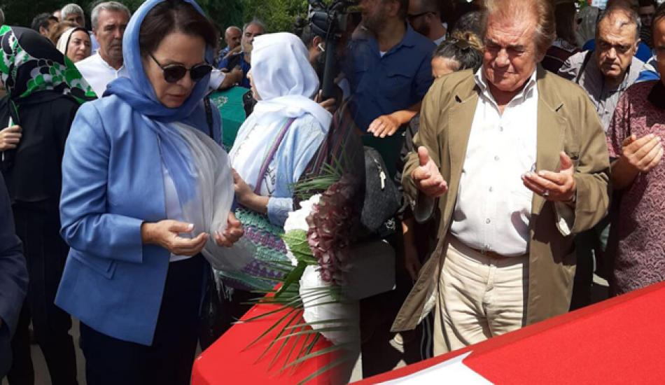 Usta oyuncu Süleyman Turan'a veda! Birçok usta isim cenazede...