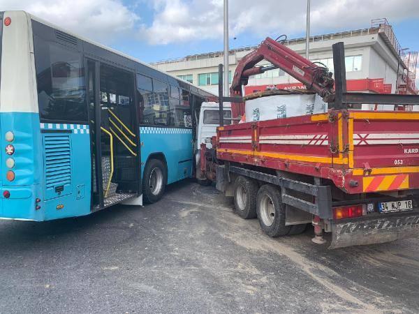 Kaza sonucu iki araçta da büyük hasar oluştu