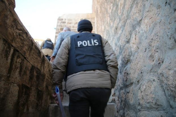 Binlerce kişi gözaltına alındı