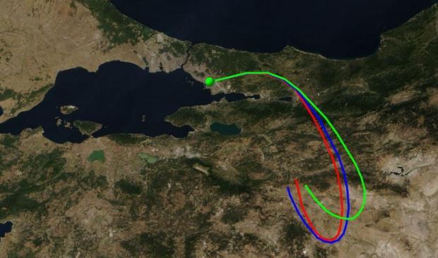 Tuzla'daki yangından çıkan yoğun duman Kocaeli, Sakarya ve Eskişehir'i de etkiledi.
