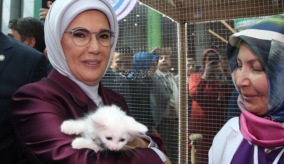 Emine Erdoğan, Gaziantep standını ziyaret etti