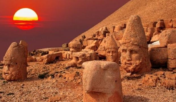Nemrut Dağı: Güneşi selamlayan heykeller