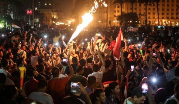 Ordu içinde Sisi'ye bayrak çekenler var!