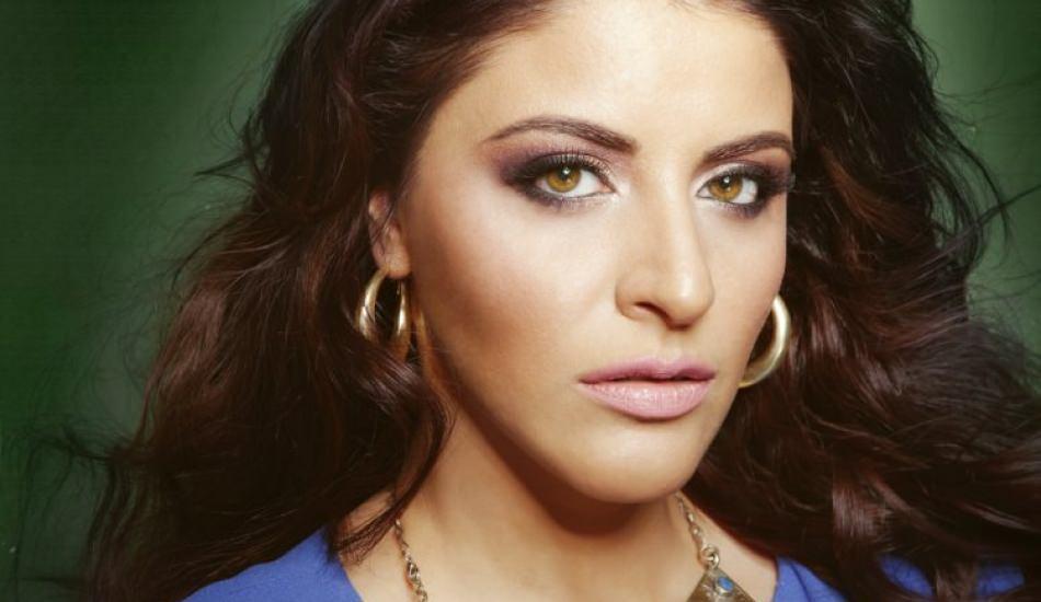 Şarkıcı Zara deri kıyafetler giyen ajan olmak istiyor!