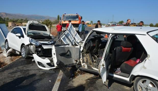 Sivas'ta feci kaza: 1 ölü 2 yaralı