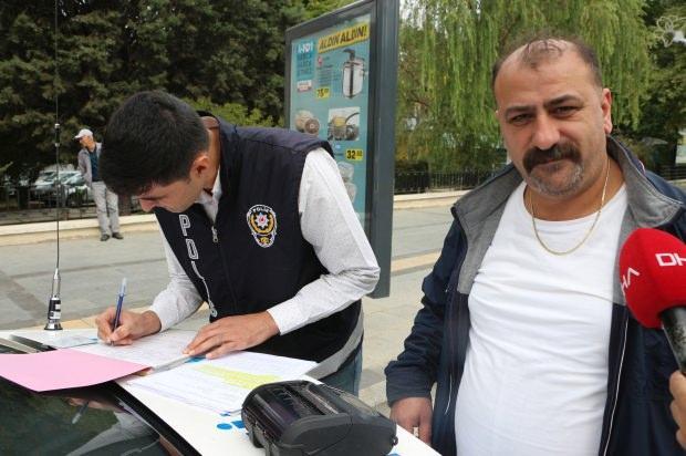 Tokat'ta polis ekipleri tarafından, otomobillerde ve taksilerde 'dumansız araç' uygulaması yapıldı. Yapılan uygulamada araçlarda sigara içen sürücülere 153 lira ceza kesildi.