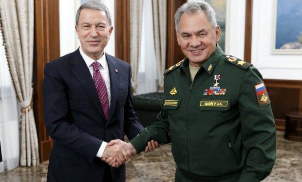 Mlii Savunma Bakanı Hulusi Akar ve mevkidaşı Sergey Şoygu...
