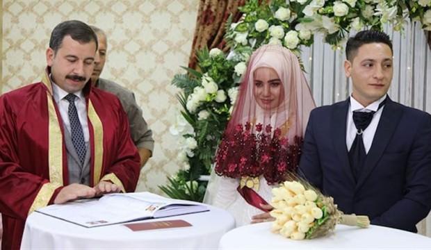 Düğünde takı yerine yetim çocuk