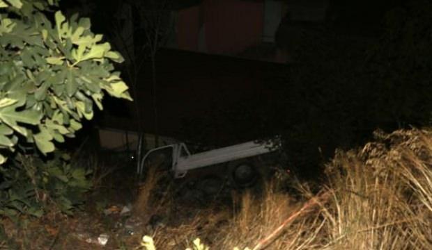 Kağıthane'de, kamyonet uçuruma yuvarlandı
