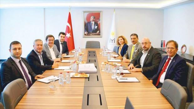 Muhalefetin yeni anayasa taslağı hazırlama ekibinde bulunan İYİ Parti heyeti, komisyonun başında olan CHP'li İbrahim Kaboğlu'nu da dışladı.