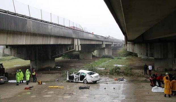 Otomobil köprüden uçtu! Ölü ve yaralılar var