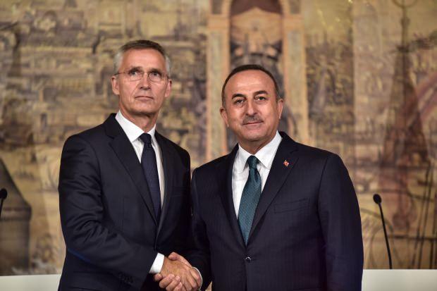 Çavuşoğlu ve Stoltenberg'in İstanbul'da düzenlediği ortak basın toplantısında bir kare...