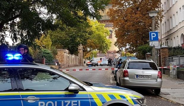 Almanya'da sinagog önünde silahlı saldırı