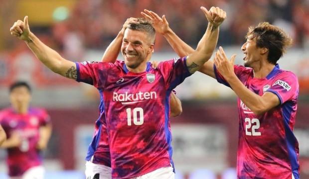Lukas Podolski'den ayrılık sinyali