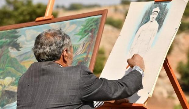 Tüm zorluklara rağmen sanattan vazgeçmedi