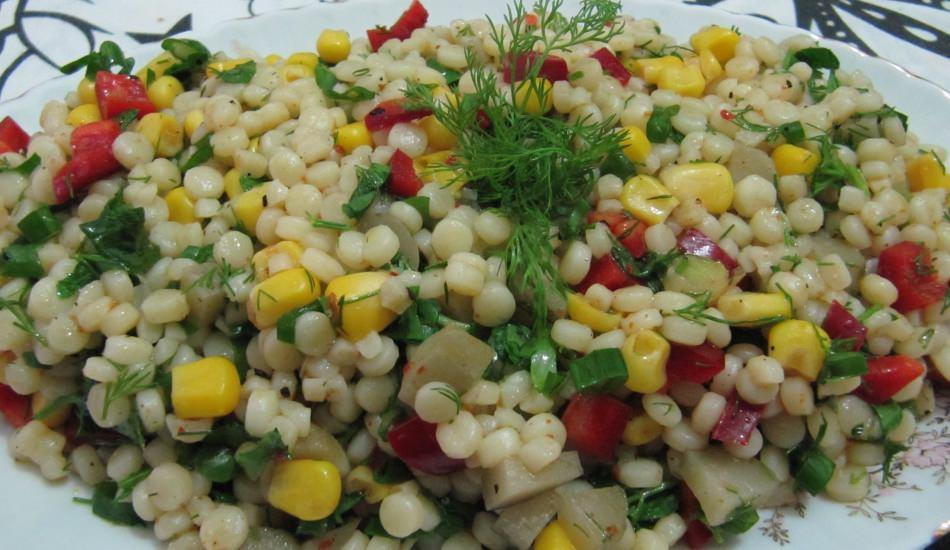 Yedikçe yediren kuskus salatası nasıl yapılır?