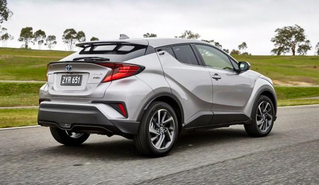 2020 Toyota C-HR hibrit rakiplerini geride bıraktı! İşte yeni değişikliler