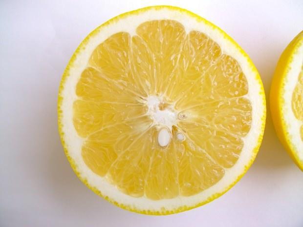 kuru cildi nemlendiren limon maskesi