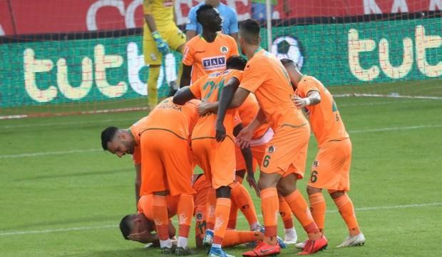 Alanyaspor 5 golle liderliği geri aldı!