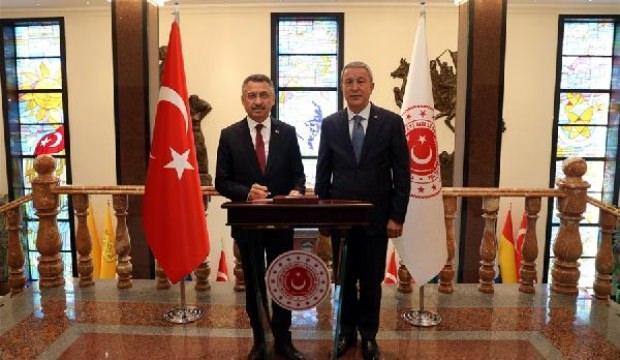 Cumhurbaşkanı Yardımcısı Oktay, Bakan Akar'ı ziyaret etti