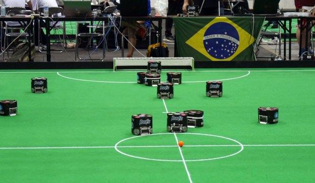 Dünya şampiyonu robot futbolcular