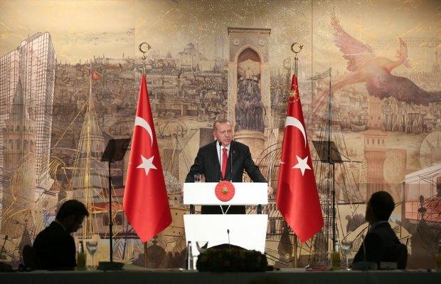 Cumhurbaşkanı Erdoğan'ın yabancı basın mensuplarını ağırladığı toplantıda yaptığı konuşmadan bir görüntü.