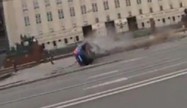 Hızını alamayan adam Rusya Savunma Bakanlığı'na daldı