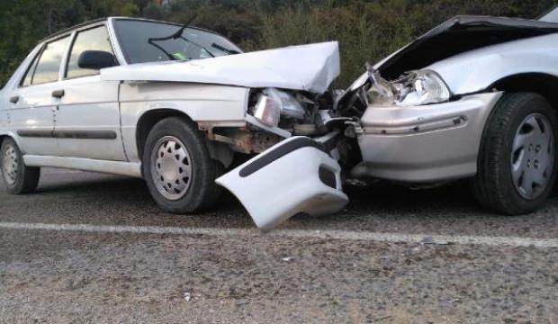 Kozan'da otomobiller çarpıştı: 8 yaralı