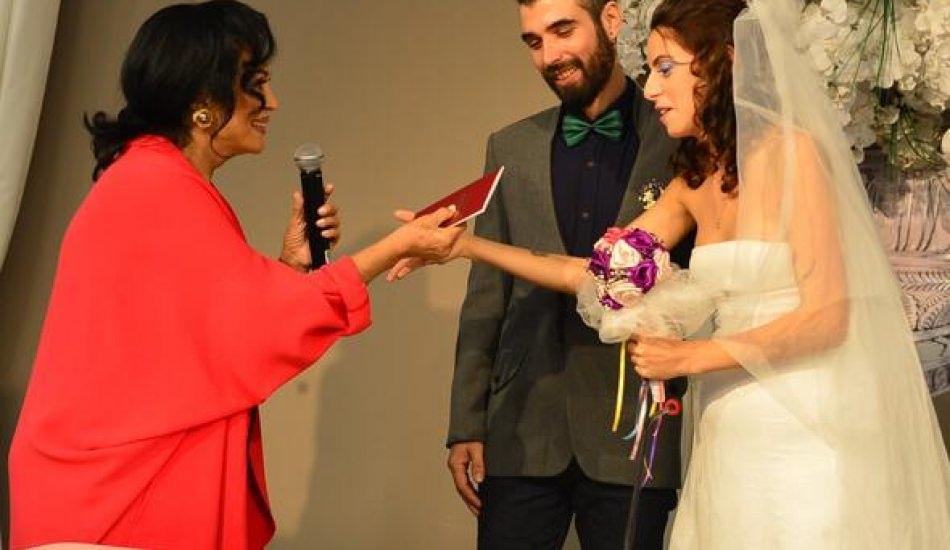 Zeynep Casalini kızını evlendirdi! Nikah şahidi Türkan Şoray oldu!