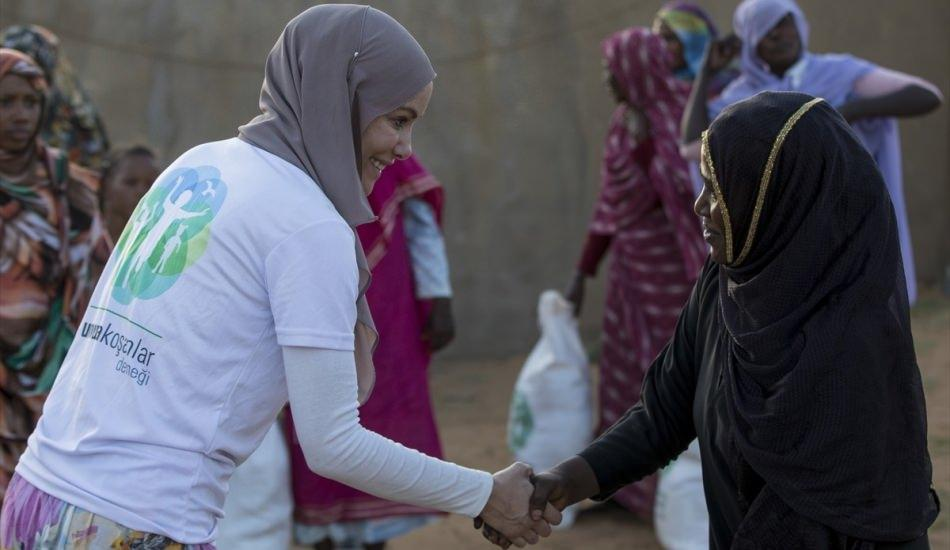 Gamze Özçelik Sudan'da!