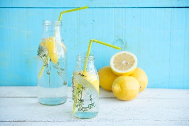 limon suyu içmek