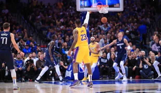 NBA'de Lakers çıkışa geçti