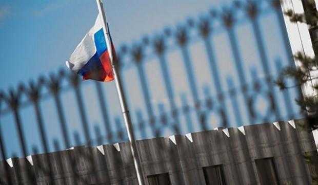 Rus diplomat 'casusluk'tan sınır dışı edildi