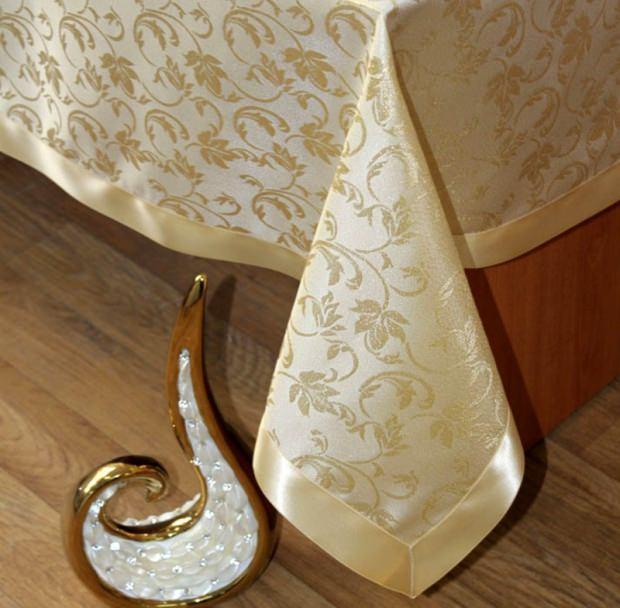 Saten tasarımlı masa örtüsü