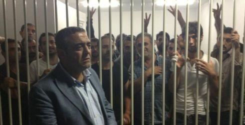 CHP'li Sezgin Tanrıkulu, terörist Aynur Ada'nın da aralarında bulunduğu tutukluları nezarette ziyaret etmişti.