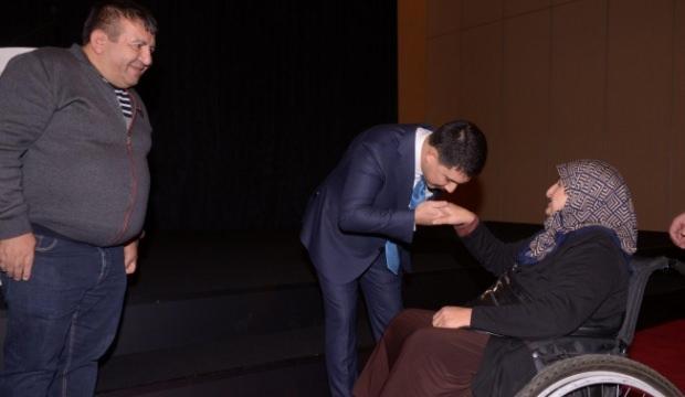 200 engelliye akülü tekerlekli sandalye hediye edildi