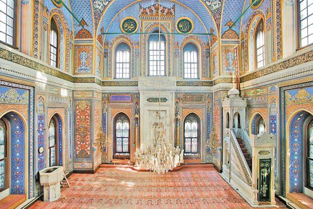 Pertevniyal Valide Sultan Camisi