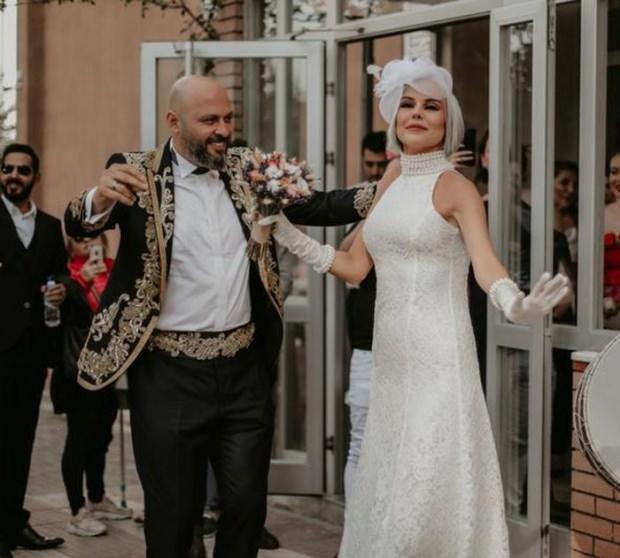 ipek tanrıyar evlendi