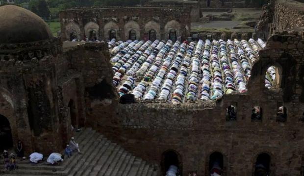 Hindistan'da tarihi cami yerine Hindu tapınağı yapılacak