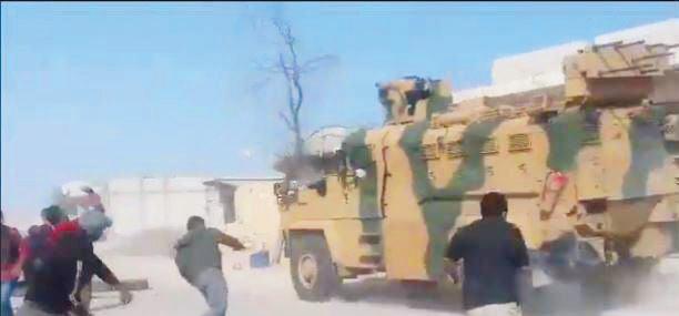 Devriye araçları yol güzergahında teröristlerin saldırısına uğradı.